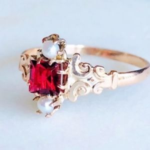 14k Solid Rose Gold & Garnet Ring Size: 7